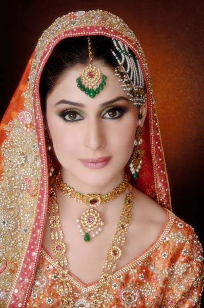Ather-Shahzad-Bridal-Makeup-2013-For-Barat-Valima-Mehndi-005