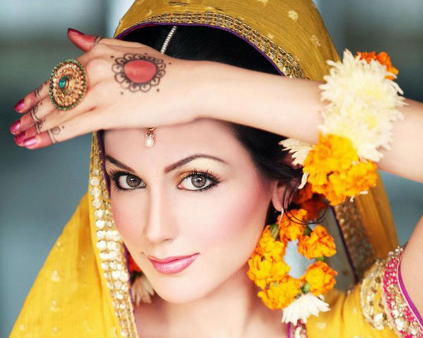 Ayesh_-Akhter_Latest_Bridal_Shoot_For-Maria_B_l
