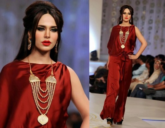 Bridal-Couture-Week-2013-With-Super-Model-Ayyan2-550x426