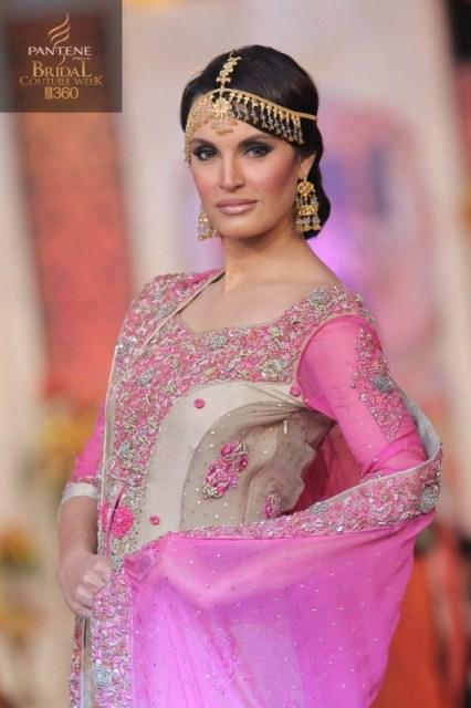 Hajra-Hayat-Bridal-Wear-Designs-At-Pantene-Bridal-Couture-Week-2013-2014-5