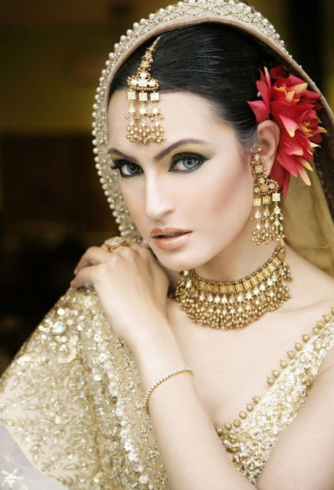 Latest-Bridal-Makeup-Designs-2013-6