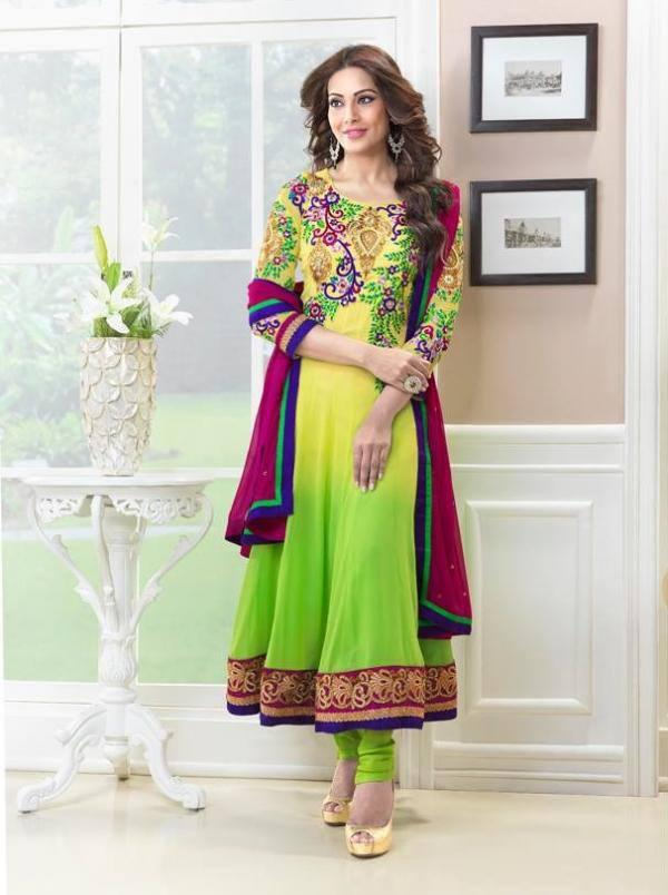 Bipasha-Basu-Stylish-Designer-Anarkali-Dresses-For-Eid-2013-006