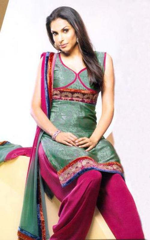 Latest-Salwar-Kameez-Designers-Neck-Designs-1