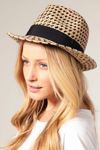 straw-tribly-hat