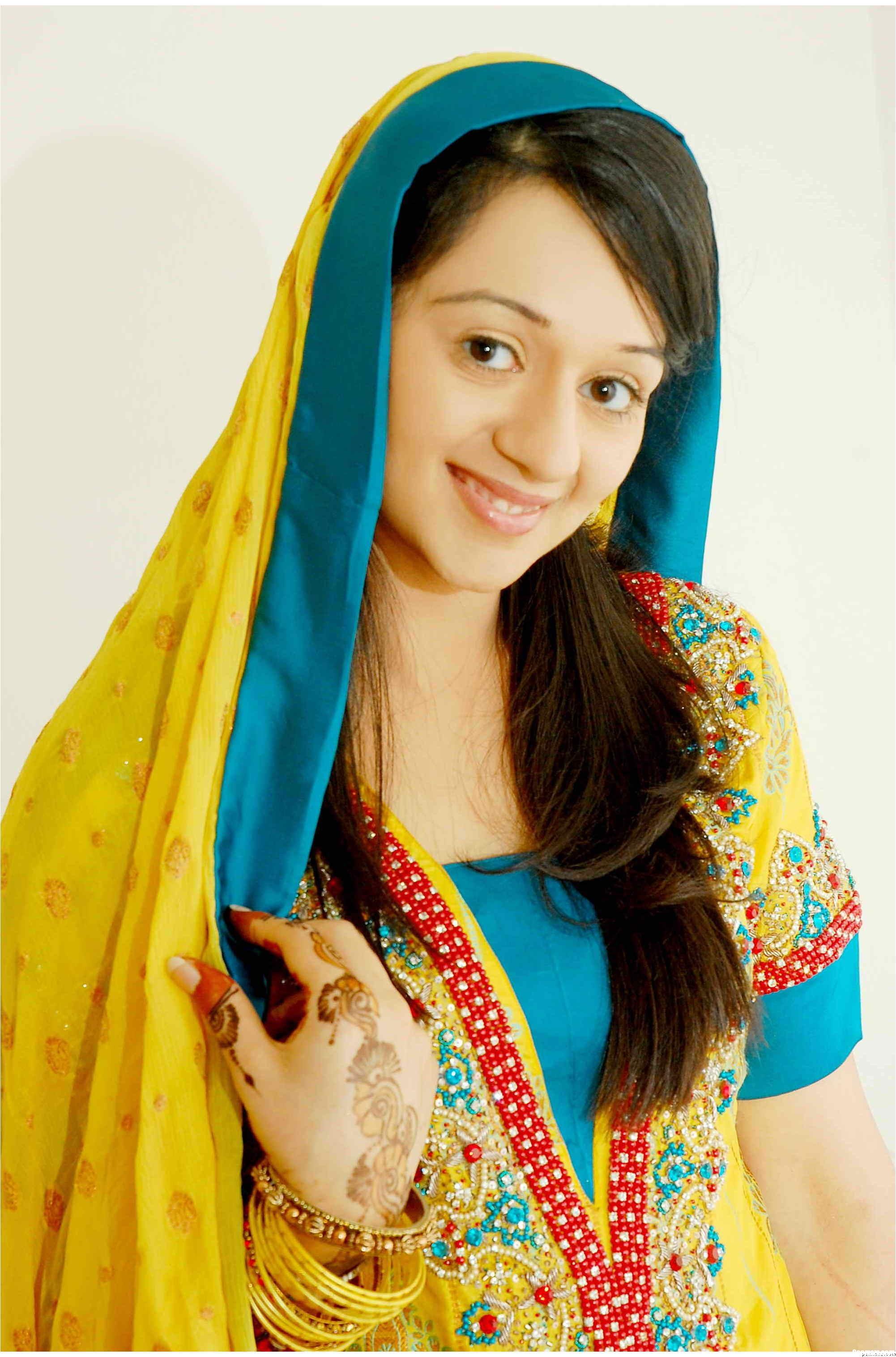 Mehndi dress designs girls mag for Pakistani bathroom styles