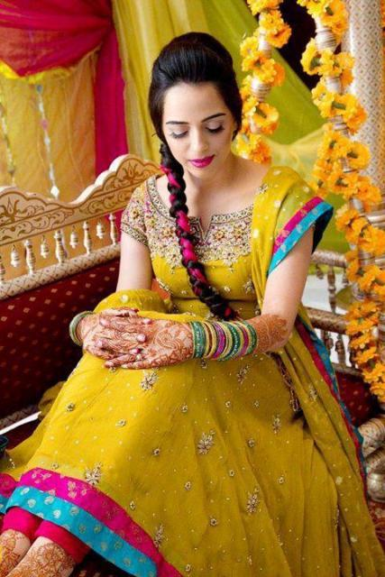 Bridal-Mehndi-Dresses-Designs-2013-24