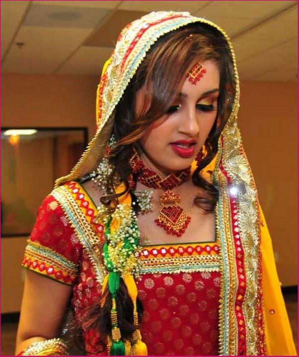 Mehndi-Dresses-for-Modern-Wedding-18