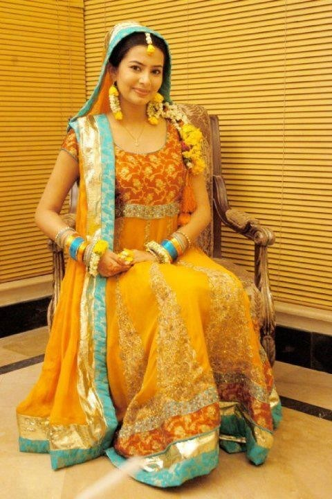 Naj-Mehndi-Dresses-2012-2013-For-Women-008