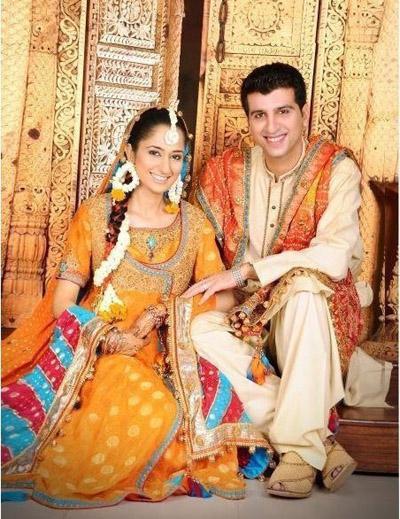 mehndi-dresses-for-brides