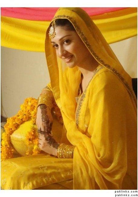 pakistani-mehndi-dresses-for-girls-2