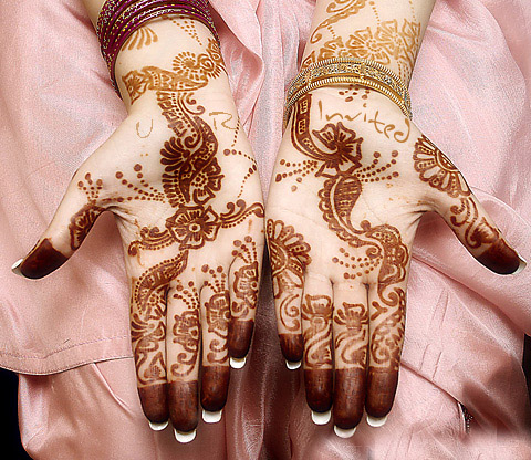 New-Latest-Mehndi-Designs-for-Pakistani-and-Arabic-Bride-For-Hands-and-Arms-and-feet-31