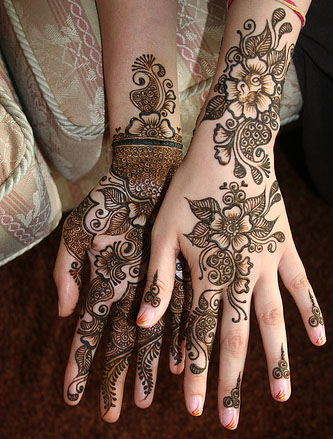 design on hands heena latest mehandi hena2012