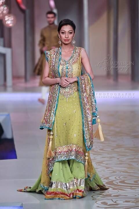1df8bf71c4b6 Mehndi-Dresses-Trends-2014-In-Pakistan-004 - Girls Mag
