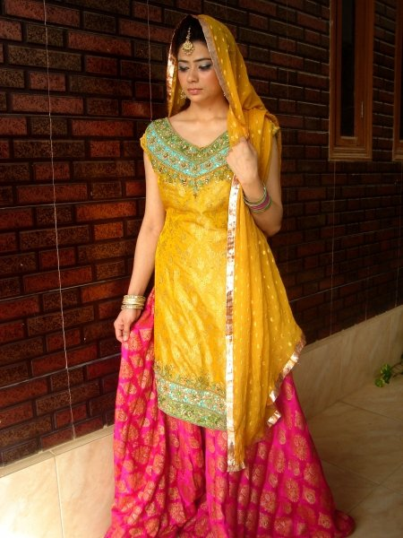 bfac4646dc8e Mehndi-Dresses-Trends-2014-In-Pakistan-019 - Girls Mag
