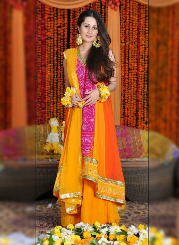 Latest-Mehndi-Dresses-Designs-For-Girls-2014-2015-2