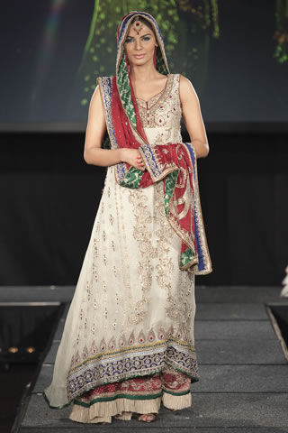 asifa_and_nabeel_at_pakistan_fashion_extravaganza_2011