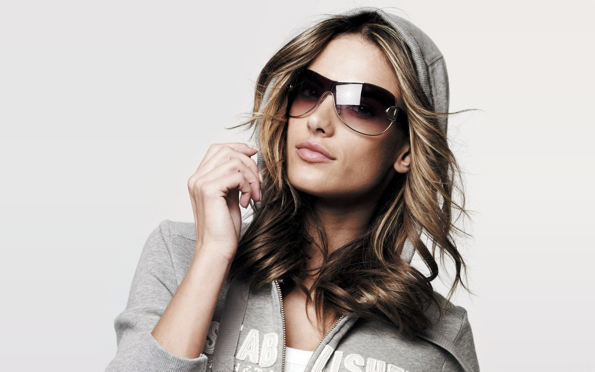 -Women-Models-Alessandra-Ambrosio-Sunglasses-Hoodie-Fresh-New-Hd-Wallpaper--
