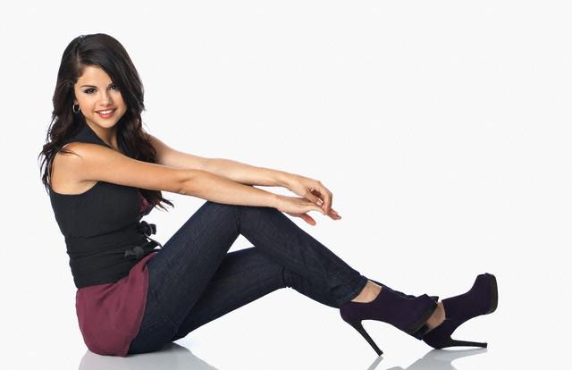 ca. 2008 --- Selena Gomez --- Image by © John Russo/Corbis Outline